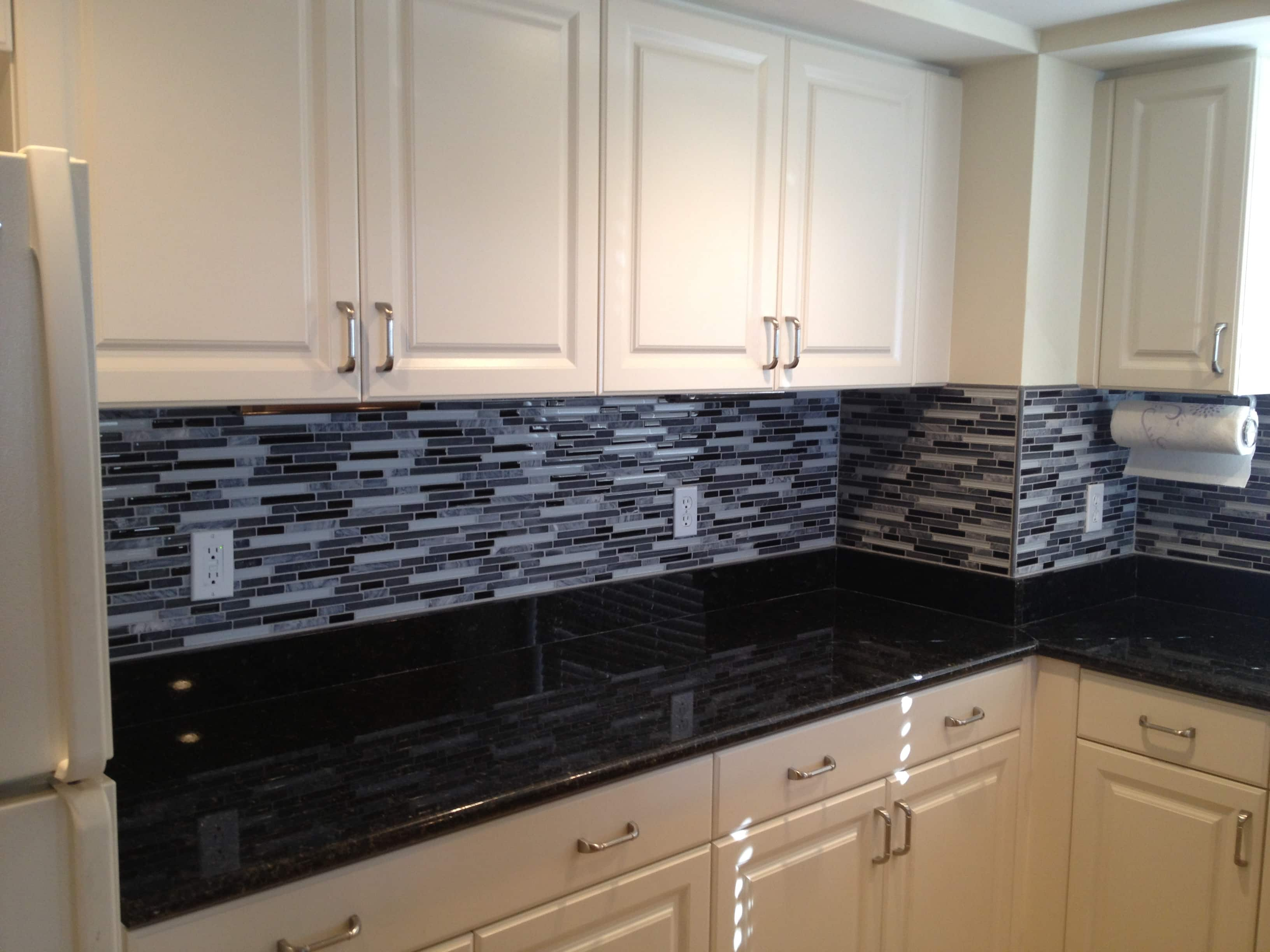 Best Classic Black And White Kitchen The Glass And Stone 400 x 300